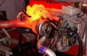 Cos'è la pompa del refrigerante ausiliaria del motore?